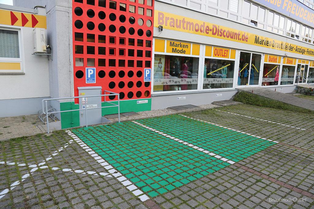 BrautmodeOutlet Bautzen Outlet Aussenbereich E-Parkplatz Elektroauto