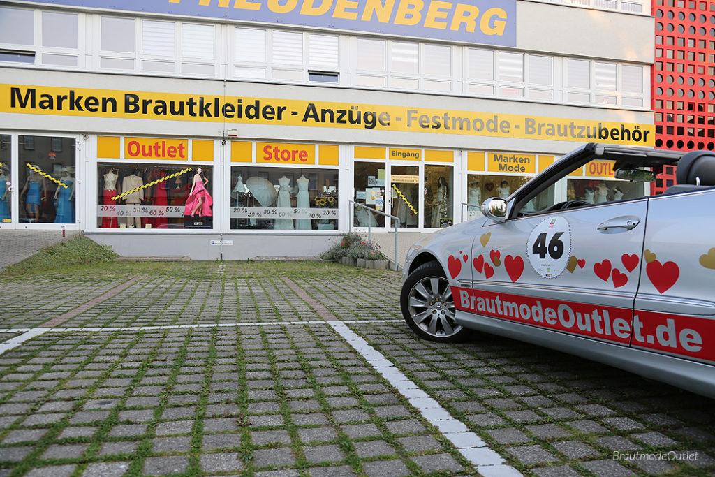 BrautmodeOutlet Bautzen Outlet Aussenbereich Parkplatz Schaufenster